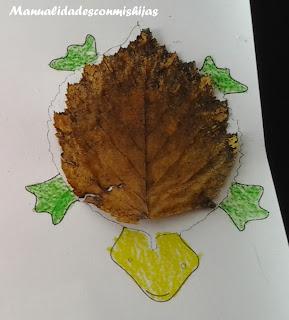 Tortuga con hojas de otoño