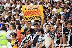 Imensa e bem feliz Família Vascaína: