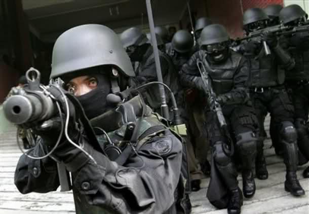 Aksi Kopassus Mengunakan Senapan MP5