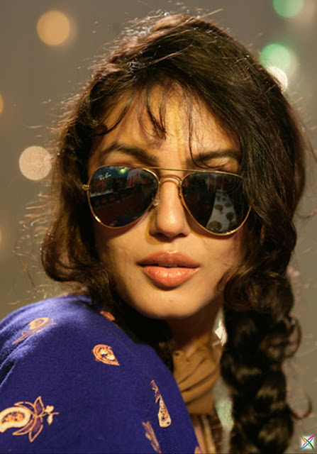 Huma Qureshi Actress Model Twitter Ad Latest News Magazine Images/Photos Gangs of Wasseypur