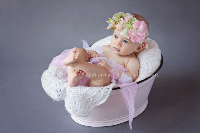 sesja zdjęciowa dziecka, fotografia niemowląt, sesje na chrzciny, artystyczne zdjęcia dzieci, studio fotografii dziecięcej