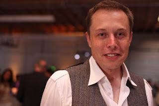 Musk steekt 7 miljoen in inperken robotintelligentie