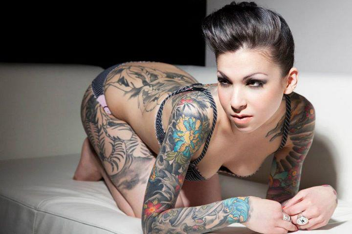 Sexy hot girls with tattoos sex on the table for Hot tattoo chics
