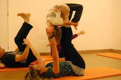 Taller acro yoga niños y adultos 7 de junio sabado Acroyoga para padres-hijos