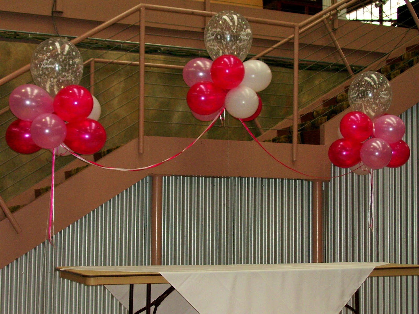How to make do it yourself balloon arches columns more for Balloon decoration designs