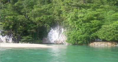 Sungai tersebut. sungai ini diklaim sebagai sungai terpendek di dunia