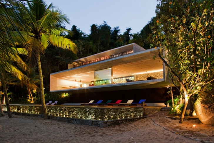 Lights of Modern beach house in Brazil by Marcio Kogan