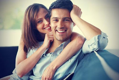 الوصايا العشر للسعادة الجنسية - زوجان سعيدان - رجل وامرأة المتعة - happy couple