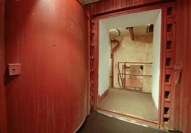 missile storage tower house 11 Orang Barat Bina Rumah Untuk Hari Kiamat