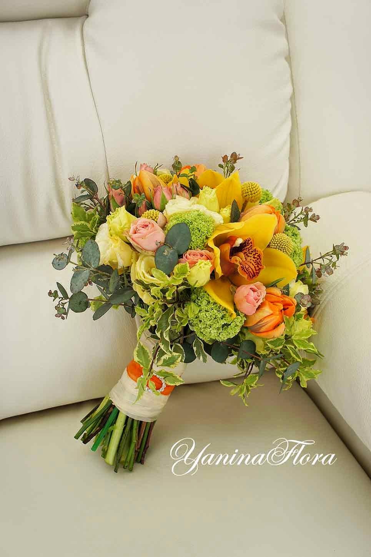 желто-оранжевый букет для невесты.