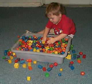 tahap perkembangan anak dalam meronce