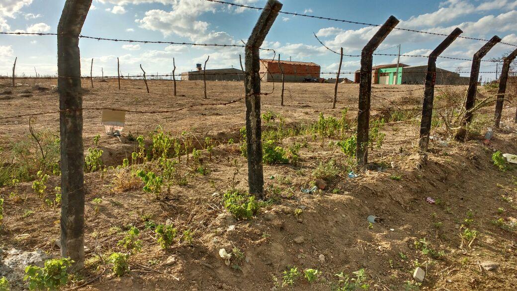 Para vender logo ótimo terreno em uma boa localização 10x25 na entrada de são Pedro  25.000.00.