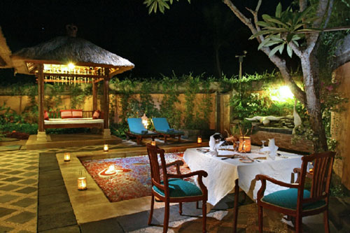 http://1.bp.blogspot.com/-93xFQv2xaGw/TdveA1bY2tI/AAAAAAAAAI4/4jGH9ckRh2w/s1600/The-Grand-Bali-Romantic-Dinner-at-Prvate-Pool-Villa.jpg