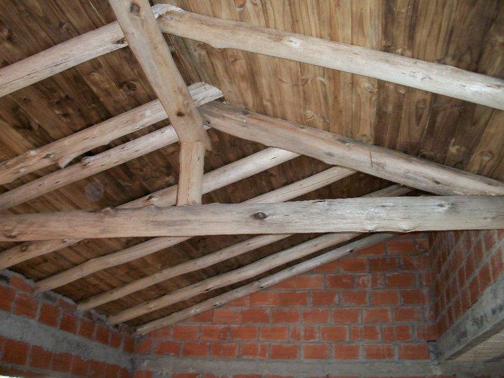 Techos lalo en villa gesell techo de troncos paseo 141 for Imagenes de tejados de madera
