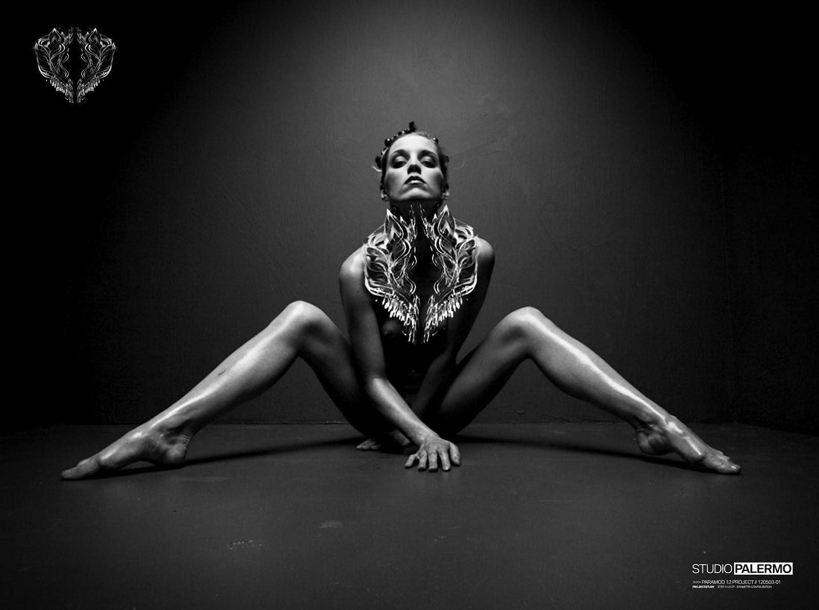 Черно белая эротическая фотосессия 16 фотография