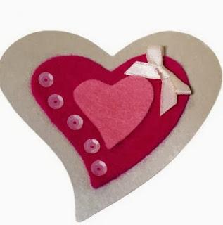 http://www.hogarutil.com/decoracion/manualidades/fieltro/201402/corazon-fieltro-facil-para-valentin-23613.html