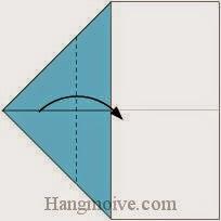 Bước 3: Gấp góc giấy sang phải.