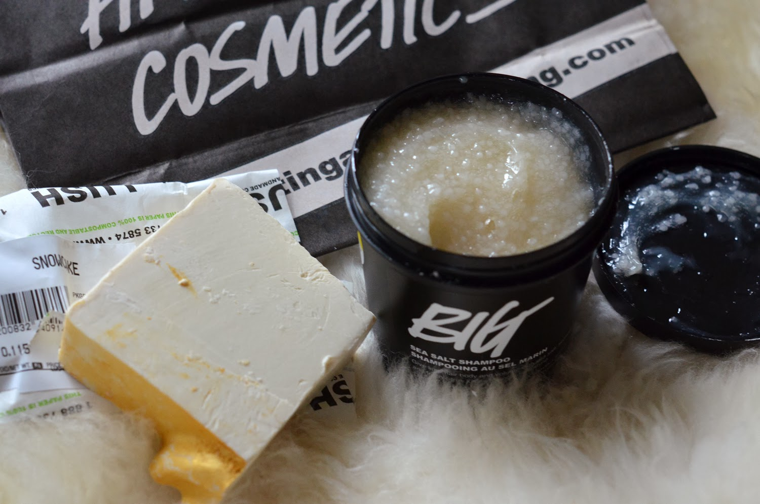 LUSH Haul Big Shampoo Snowcake Soap