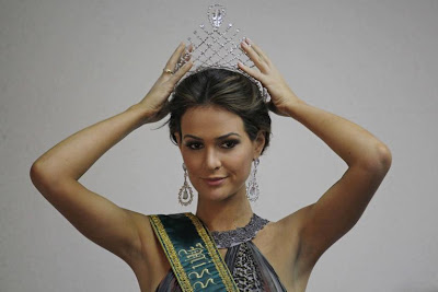 http://1.bp.blogspot.com/-94fcaMn9Kzk/TjFP1_TSz3I/AAAAAAAA9fo/Y42_HoBoDew/s1600/img-310462-priscila-machado-miss-brasil-2011.jpg
