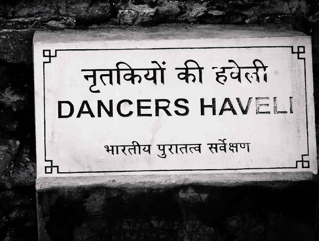 Way to Dancers Haveli in Bhangarh Fort