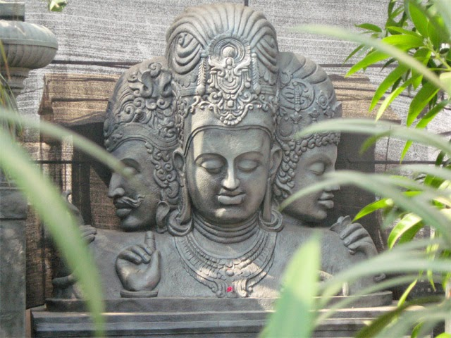 Trimurti statue at elephanta caves near mumbai