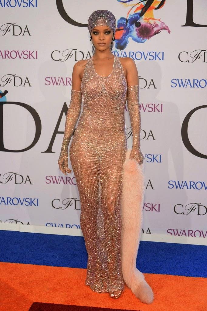 Vestido transparente de Rihanna