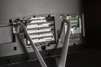 После снятия задней крышки можно менять оперативную память в IdeaCentre C560
