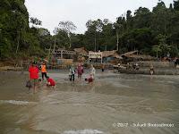Bermain Air Dan Pasir Di Sekitar Pulau Nusa Kambangan