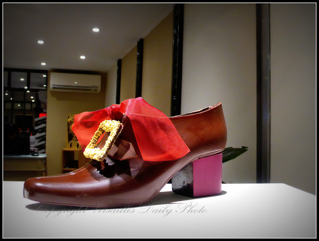 Art et Chocolat Versailles chocolate shop Louis XIV shoes
