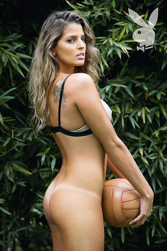 ... liberou uma nova imagem do ensaio de nudez da jogadora Mari Paraíba