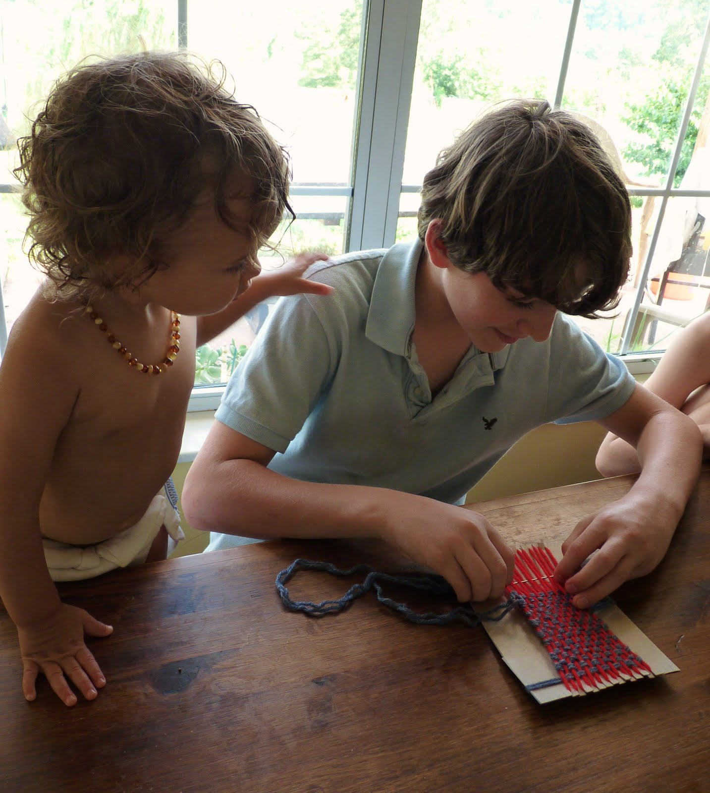 how to use a weaving loom for kids