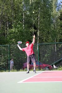 Tennisvalmennusta reippaasti oikeassa hengessä