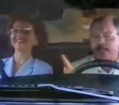 Propaganda Postos Ipiranga. Homem apaixonado por carro afronta a esposa.