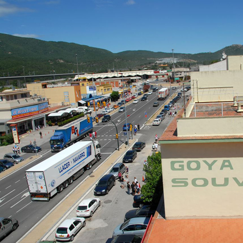 Gr 11 pyrenee crossing the towns for Restaurant la jonquera