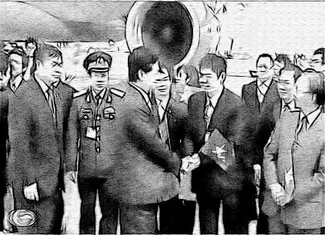 Đại diện Ban tổ chức Hội nghị, cán bộ, nhân viên Đại sứ quán Việt Nam tại Nhật Bản... đón Thủ tướng Nguyễn Tấn Dũng