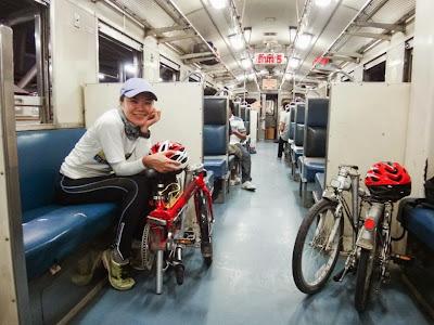 รถพับ ขึ้นรถไฟตู้โดยสาร