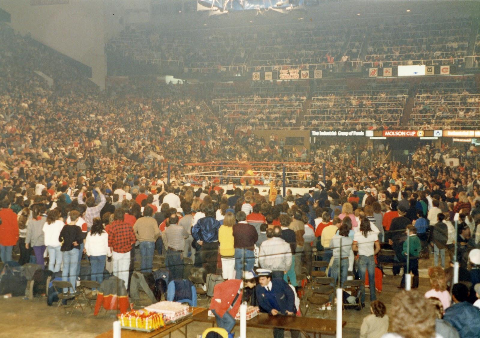 Kamala defeats Hulk Hogan in title match, December 1986 in Toronto ...