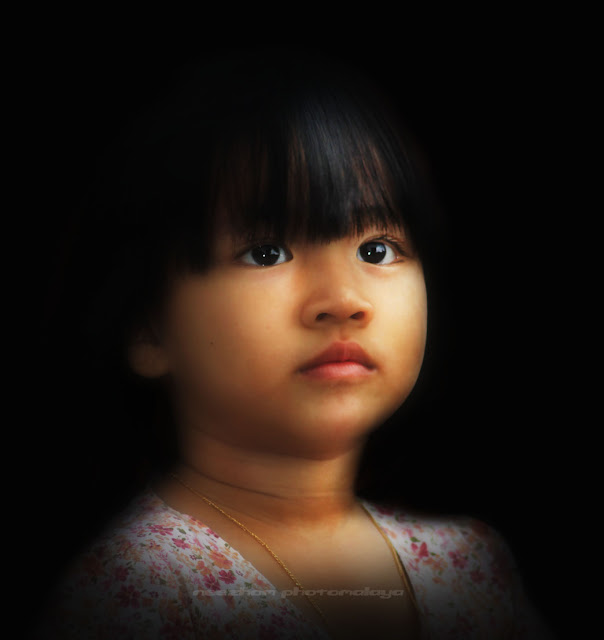 Anak gadis Harif Manaf in black portraiture