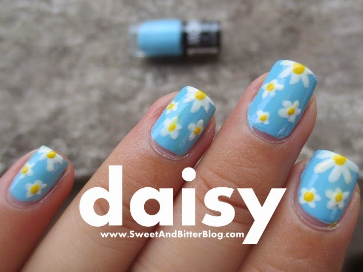 Pretty White DAISY NAIL ART using Maybelline Color Show Blueberry Ice