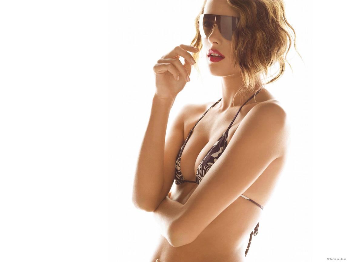 http://1.bp.blogspot.com/-97p8jYJKgWQ/Thks_slfuGI/AAAAAAAADvg/py-qIKzB9Dk/s1600/Alessandra%2BAmbrosio%2B%25282%2529.jpg