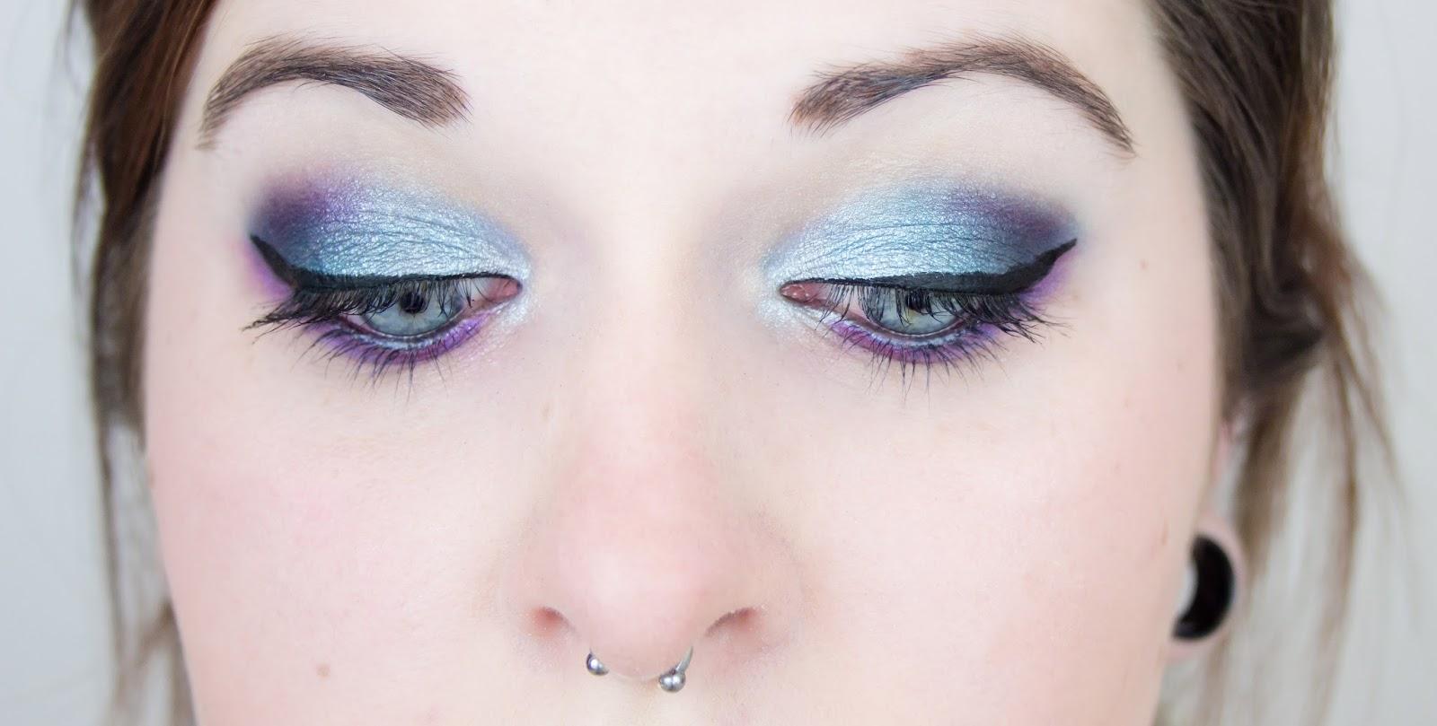 Mademoiselle nostalgeek des toiles sur les yeux avec la - Palette maquillage avec pinceaux ...