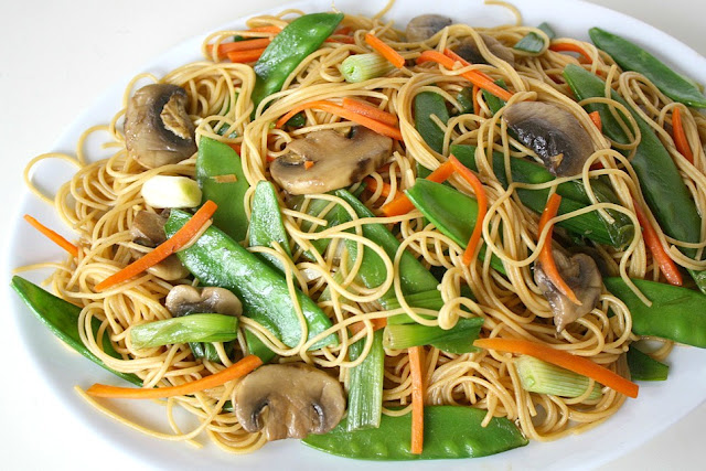 The Garden Grazer: Asian Spaghetti with Mushrooms, Snow Peas, Garlic