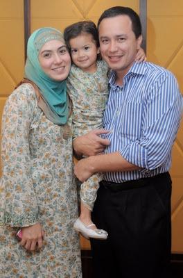 Gambar Eizlan Yusof Isterinya Vie Shanty dan Anaknya Sekeluarga