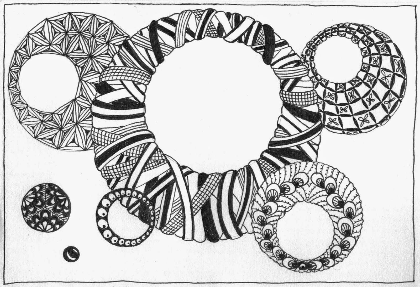 Zentangle design featuring overlapping rings