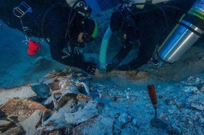 Banyak Harta Karun Ditemukan di Bangkai Kapal Antikythera