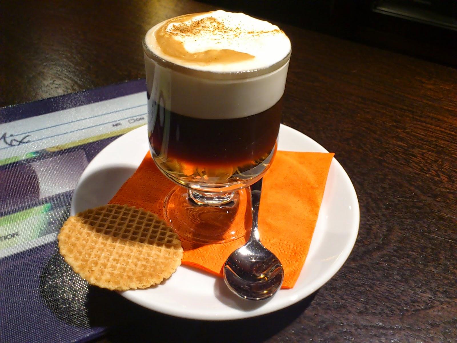 café con ron flambeado nespresso moderno