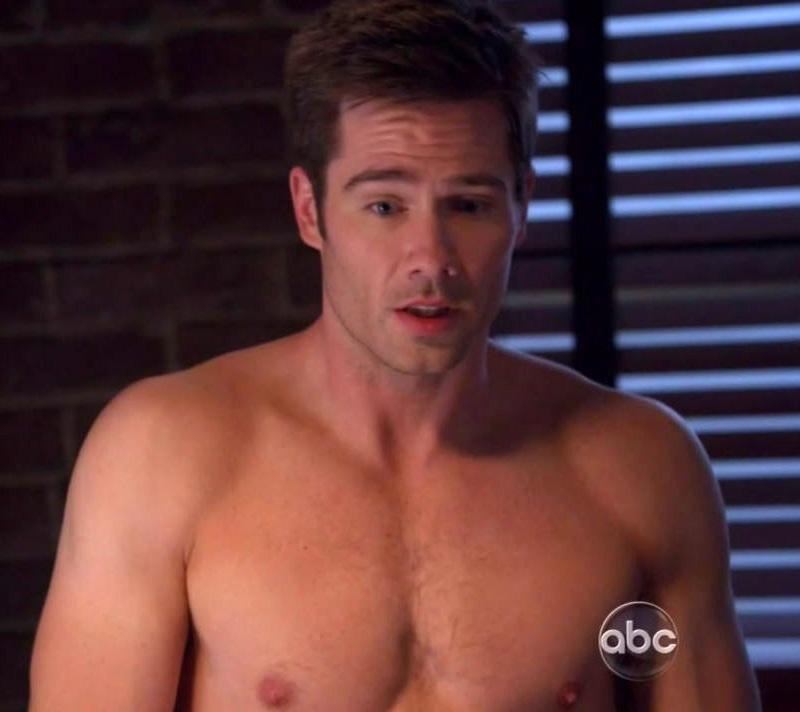 Male Sight of Luke MacFarlane shirtless on Brothers and Sisters