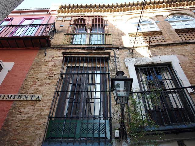 Historia leyendas y fen menos de sevilla la leyenda de la calle pimienta - Azulejos colorines ...