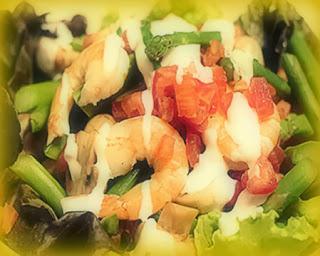 Ensalada de langostinos y vegetales