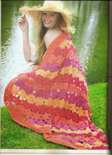 Chal o mantón tejido al crochet con diseño floral - con explicación y patrones